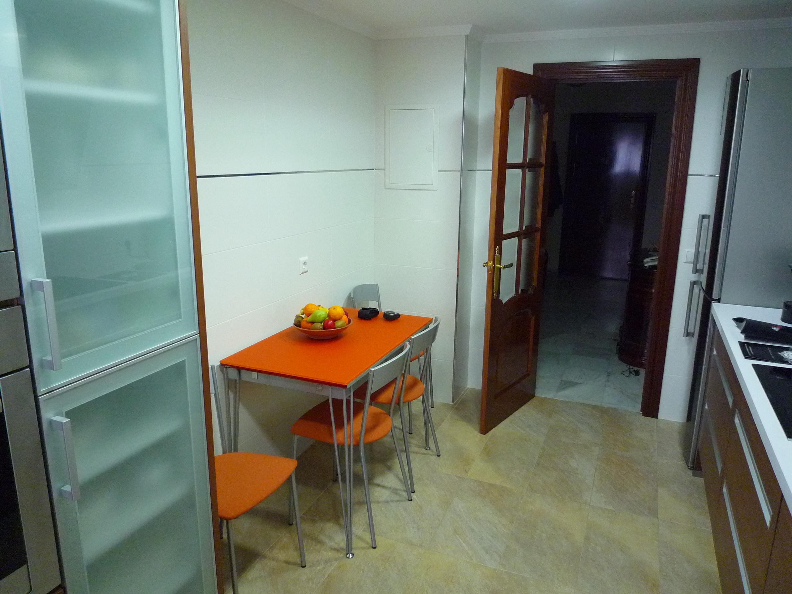 Espacio para comer en la cocina nolte cocinas - Cocinas pequenas con mesa ...