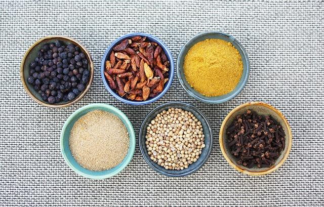 Las 16 especias imprescindibles en una cocina